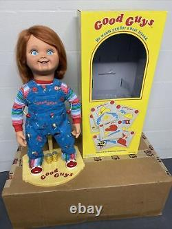 Child's Play Good Guys Chucky Doll Trick or Treat Studios With Stand & Batteries